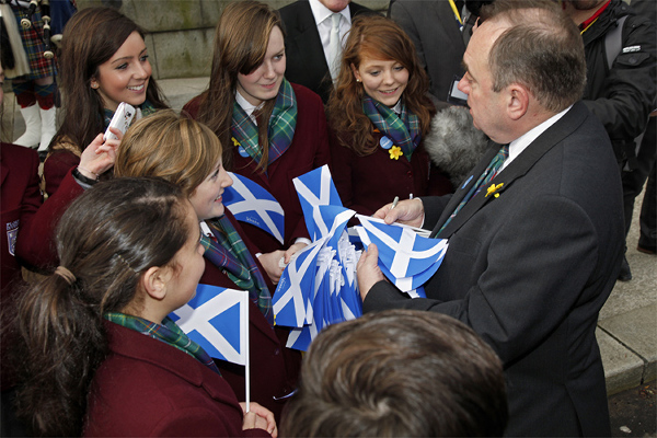 First Minister, Alex Salmond greets school St Ninian School children