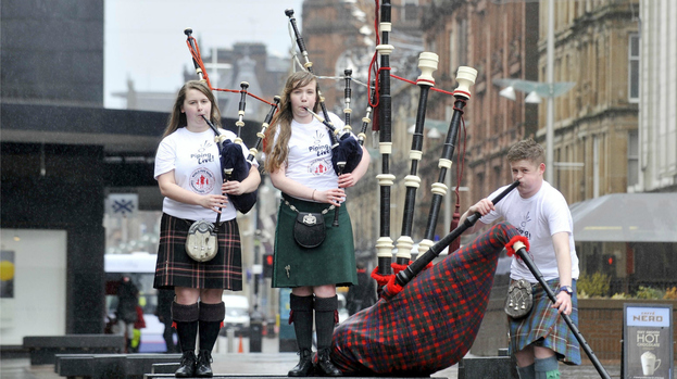 183635-tenth-anniversary-members-of-the-national-youth-pipe-band-of-scotland-helped-launch-piping-live-at